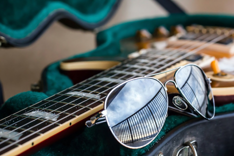 Great ways to keep improving your guitar method without your guitar